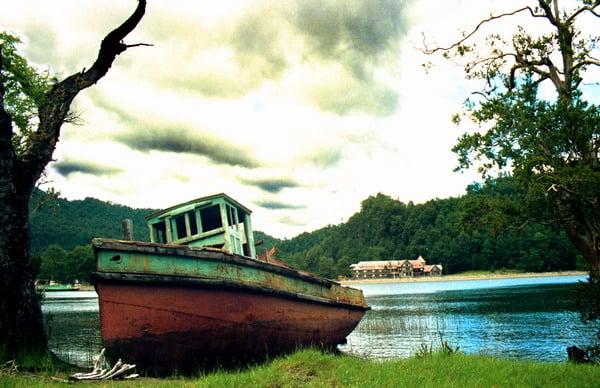 סירה באגם - שלומי הפקות